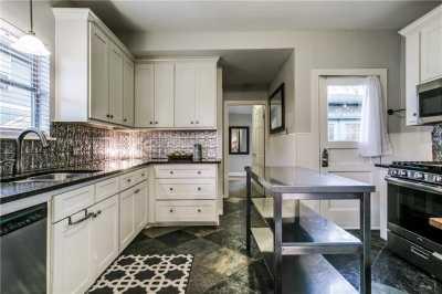 Sold Property   906 N Edgefield Avenue Dallas, Texas 75208 10