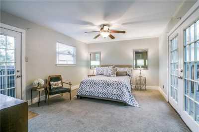 Sold Property   906 N Edgefield Avenue Dallas, Texas 75208 11