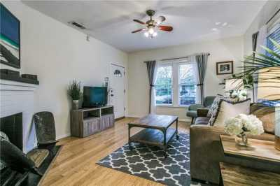 Sold Property   906 N Edgefield Avenue Dallas, Texas 75208 5