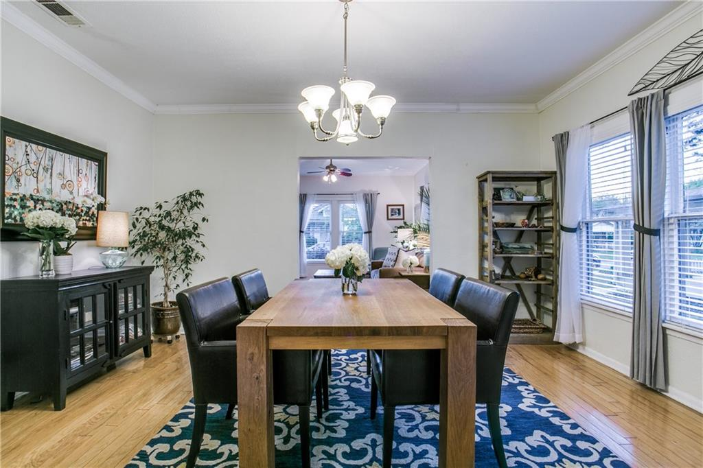 Sold Property | 906 N Edgefield Avenue Dallas, Texas 75208 7