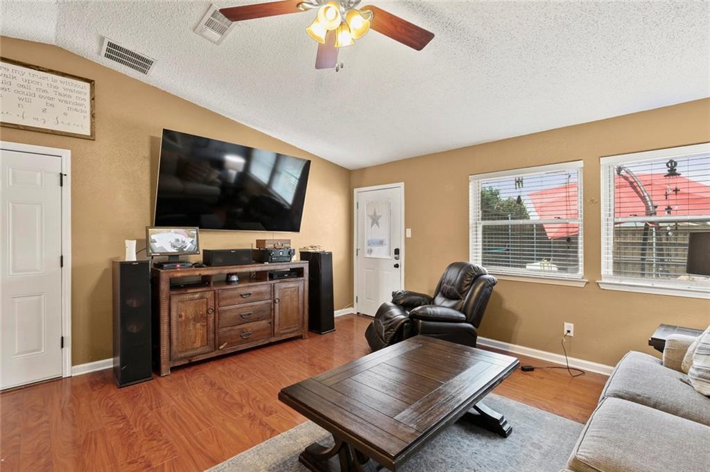 DFW Real Estate | 2713 Holy Cross Lane Garland, Texas 75044 12