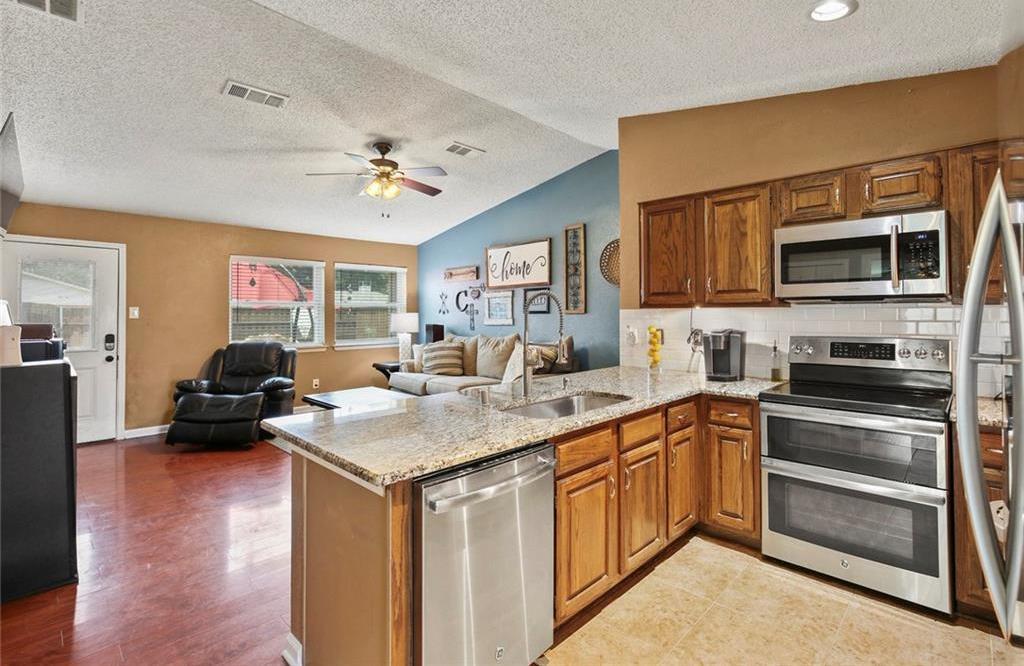 DFW Real Estate | 2713 Holy Cross Lane Garland, Texas 75044 7