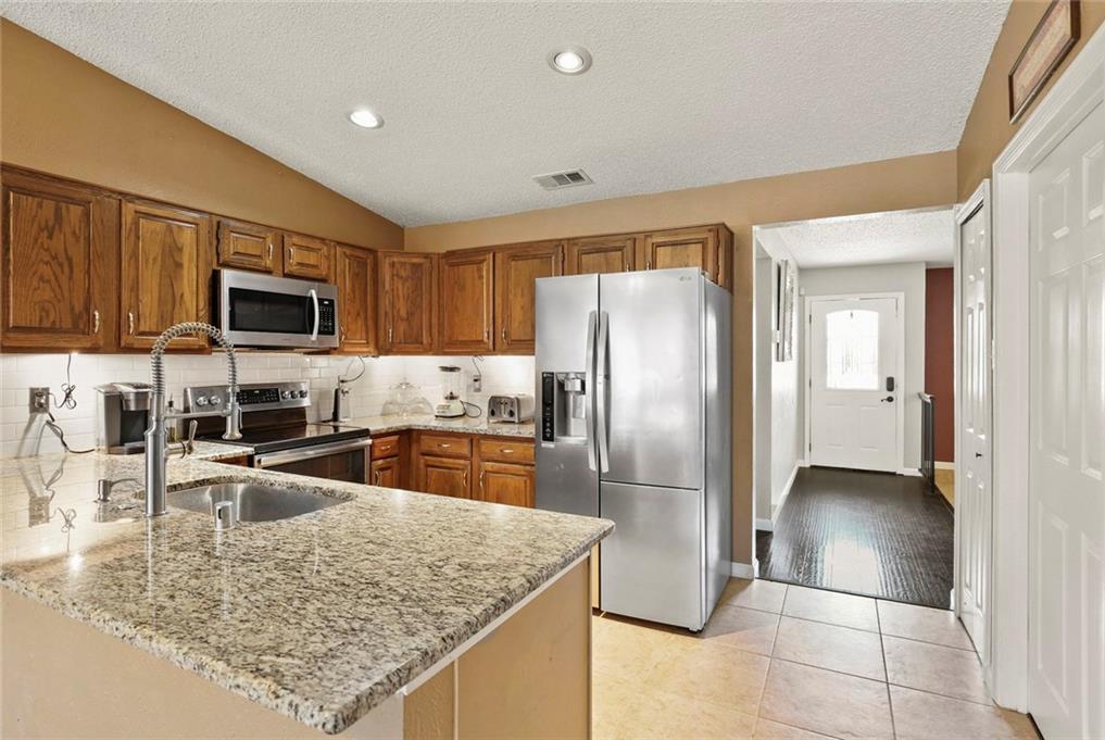DFW Real Estate | 2713 Holy Cross Lane Garland, Texas 75044 8