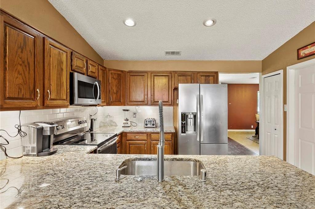 DFW Real Estate | 2713 Holy Cross Lane Garland, Texas 75044 9