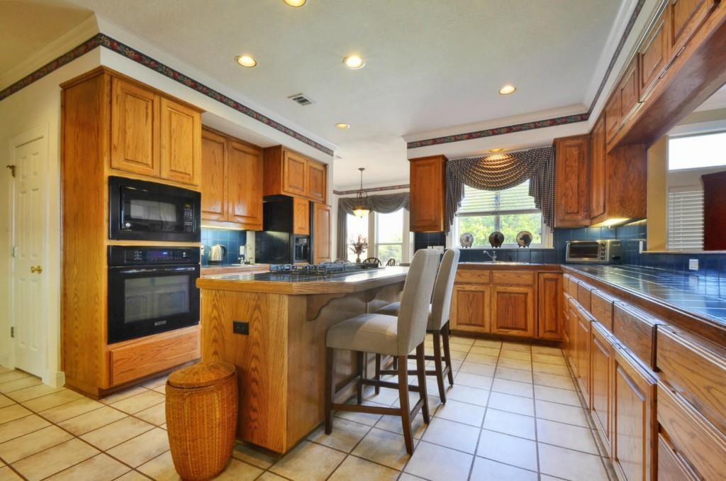 Sold Property   2 Autumn Oaks Place The Hills, TX 78738 11