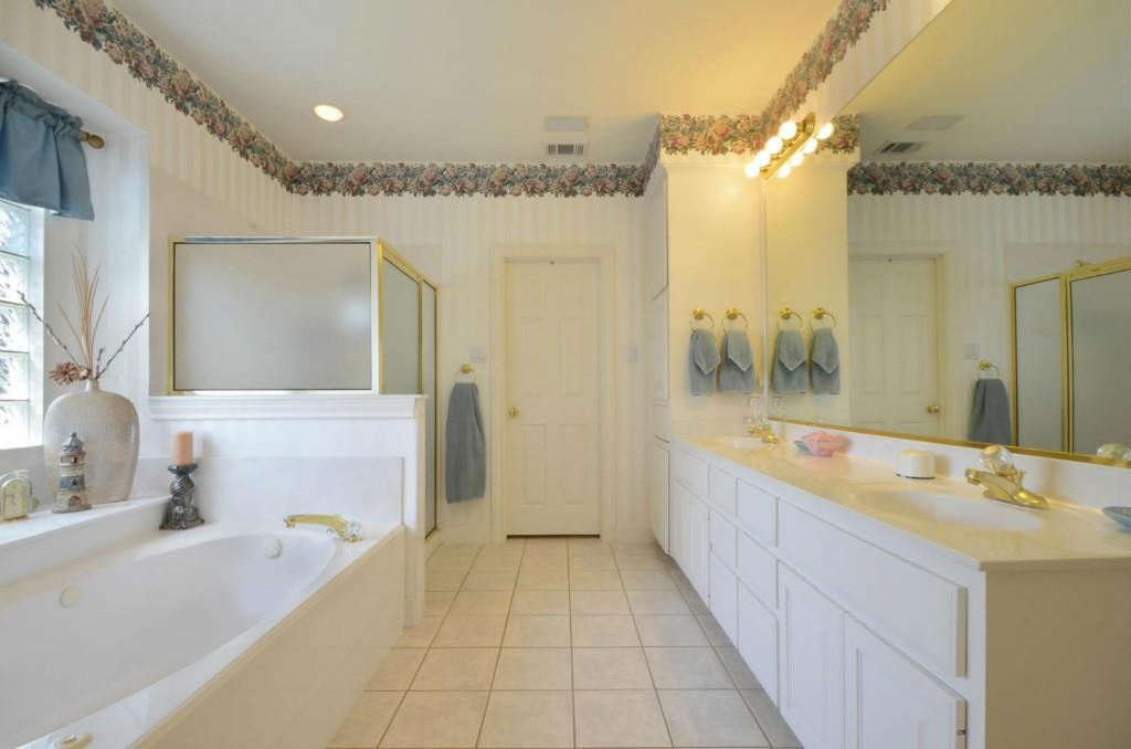 Sold Property   2 Autumn Oaks Place The Hills, TX 78738 17