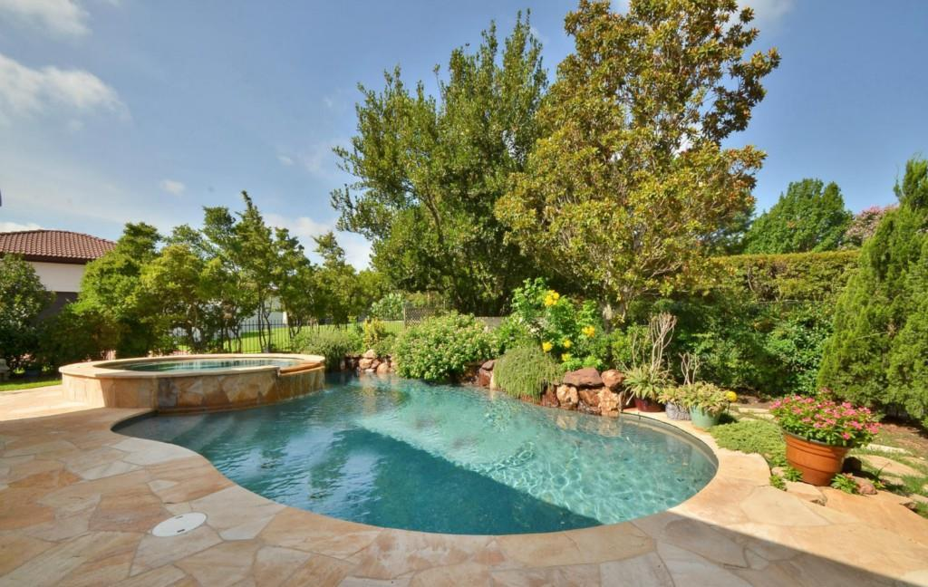 Sold Property   2 Autumn Oaks Place The Hills, TX 78738 21
