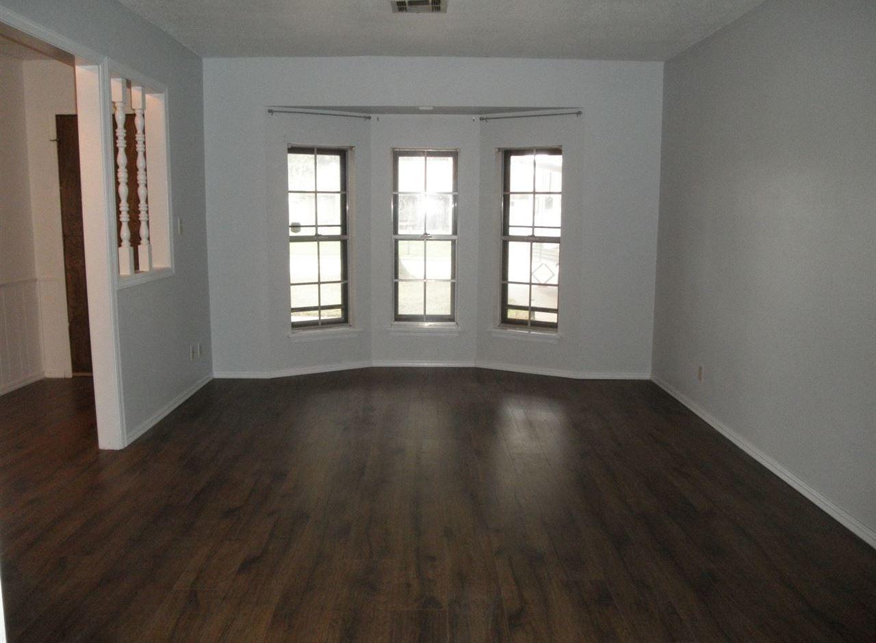 Sold Cross Sale W/ MLS   1525 W Broadway  Ponca City, OK 74601 7