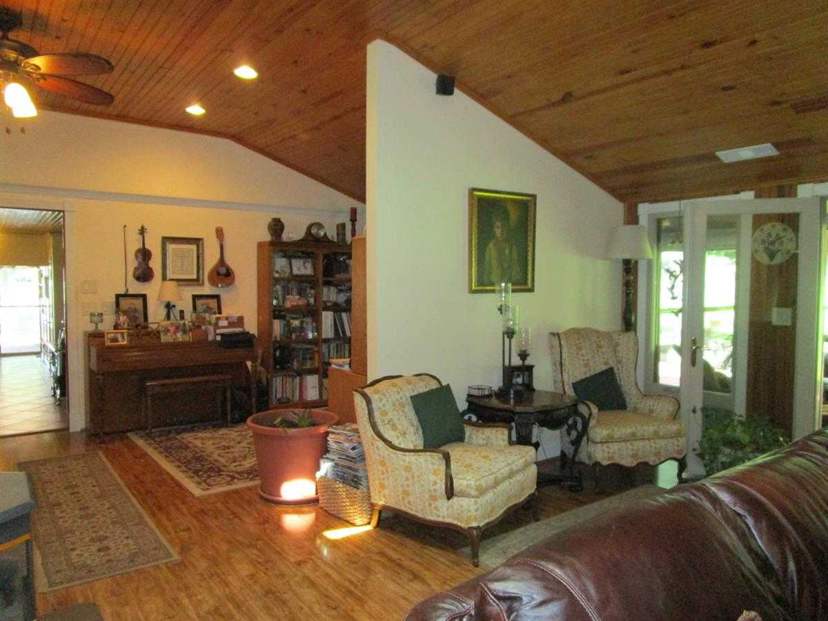 Runway Hangar, Pilot Home, Recreation Home, Fly home, home acres | Fly In Corporate Retreat W/2 Homes On 70 Ac Wilburton, OK 74578 23