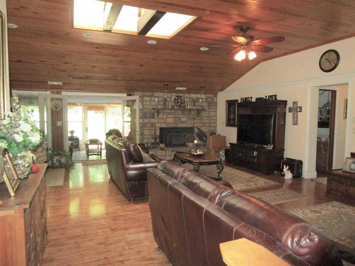 Runway Hangar, Pilot Home, Recreation Home, Fly home, home acres | Fly In Corporate Retreat W/2 Homes On 70 Ac Wilburton, OK 74578 25