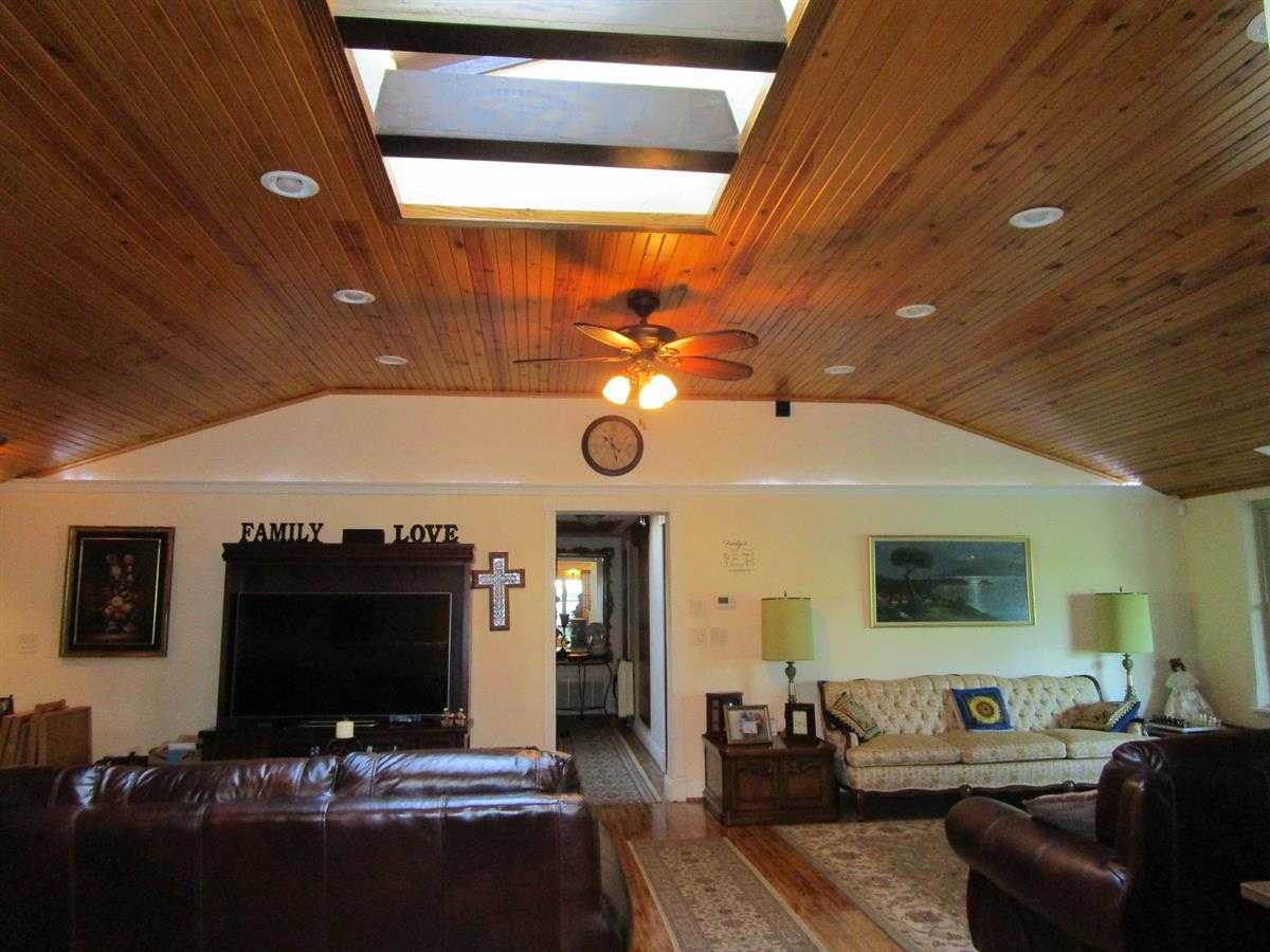 Runway Hangar, Pilot Home, Recreation Home, Fly home, home acres | Fly In Corporate Retreat W/2 Homes On 70 Ac Wilburton, OK 74578 21