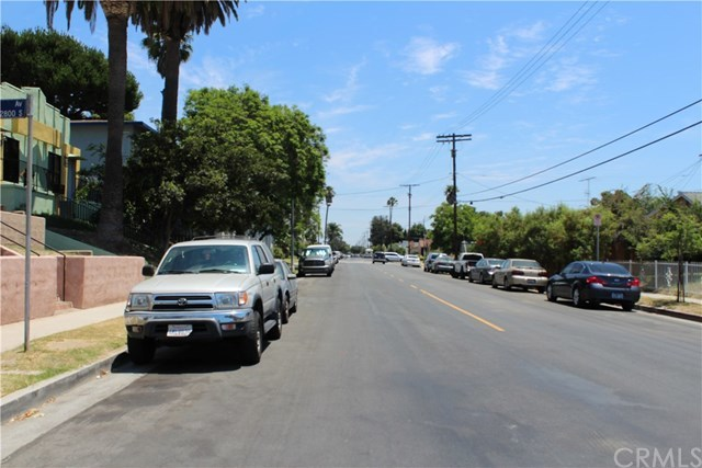 Closed | 3741 Montclair Street Los Angeles, CA 90018 7