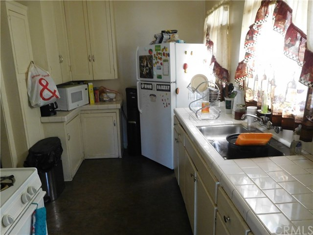Closed | 3741 Montclair Street Los Angeles, CA 90018 10