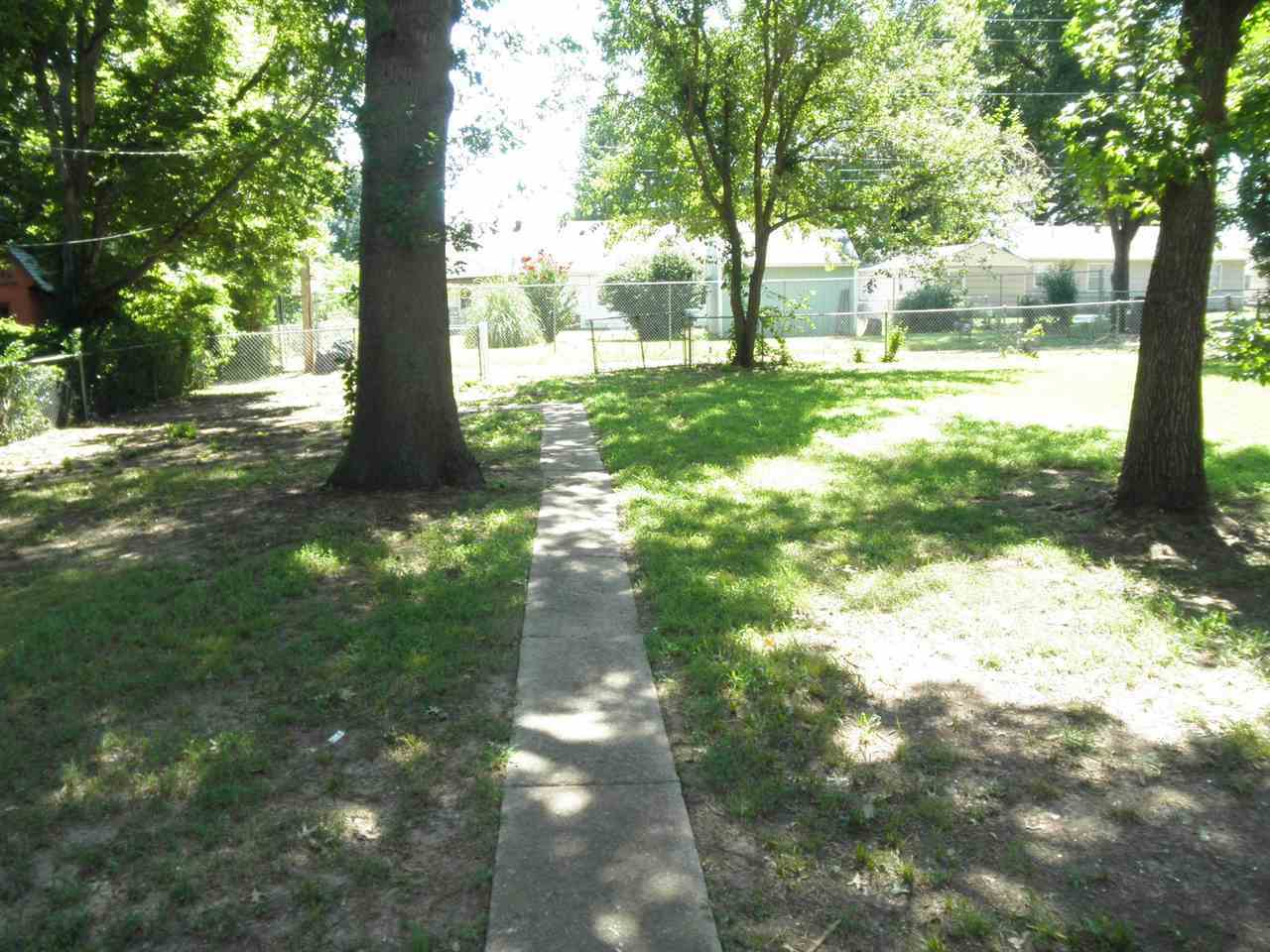 #century21groupone, #homesforsaleponcacity, #poncacityrealestate | 401 N 12th Ponca City, OK 74601 15