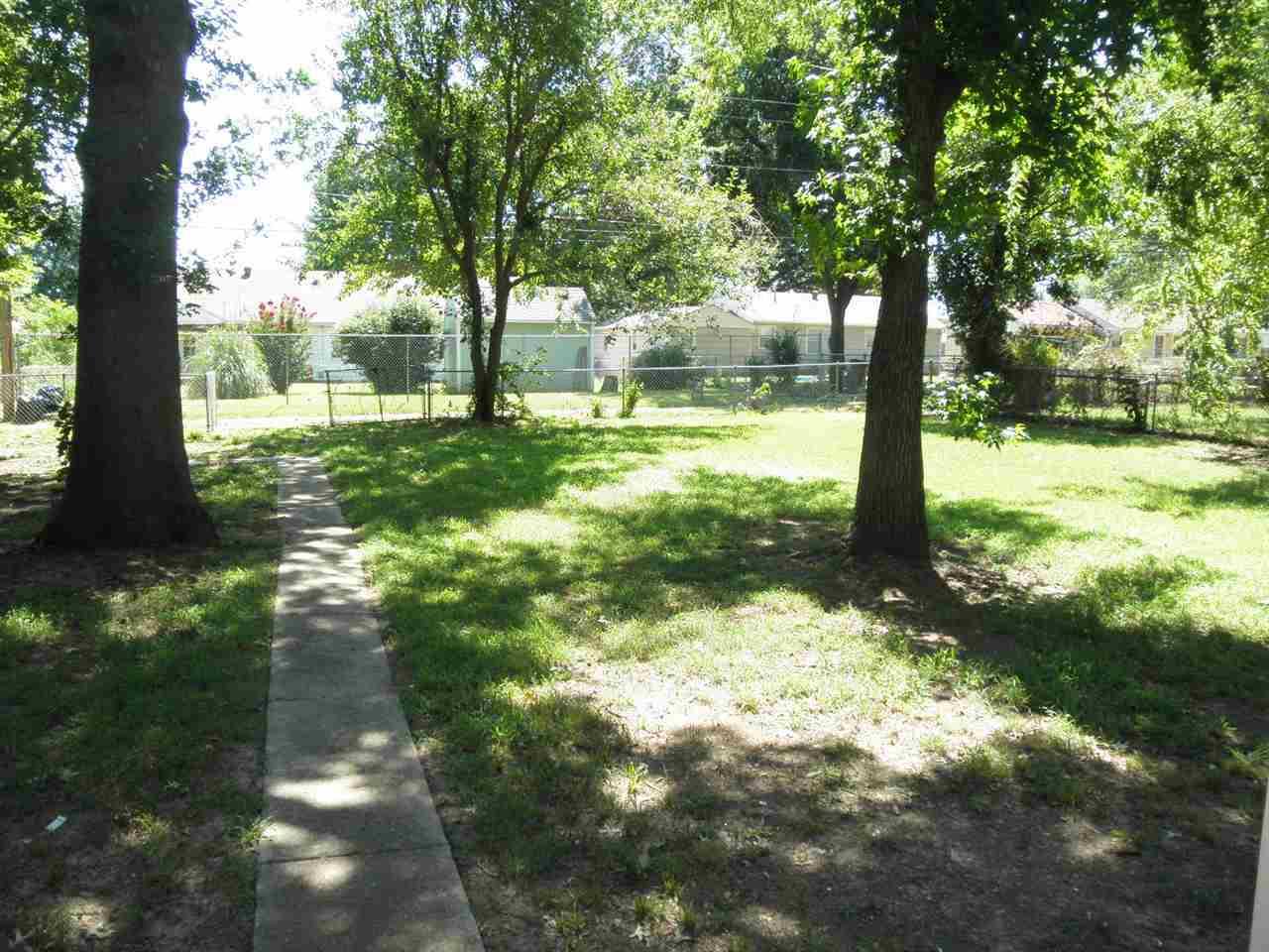 #century21groupone, #homesforsaleponcacity, #poncacityrealestate | 401 N 12th Ponca City, OK 74601 16