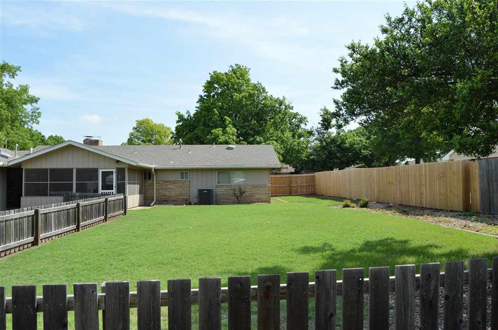 Sold Intraoffice W/MLS | 2404 Mockingbird Ponca City, OK 74604 3