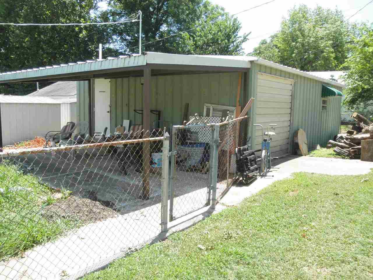 #century21groupone, #homesforsaleponcacity, #poncacityrealestate | 806 N Ash  Ponca City, OK  3