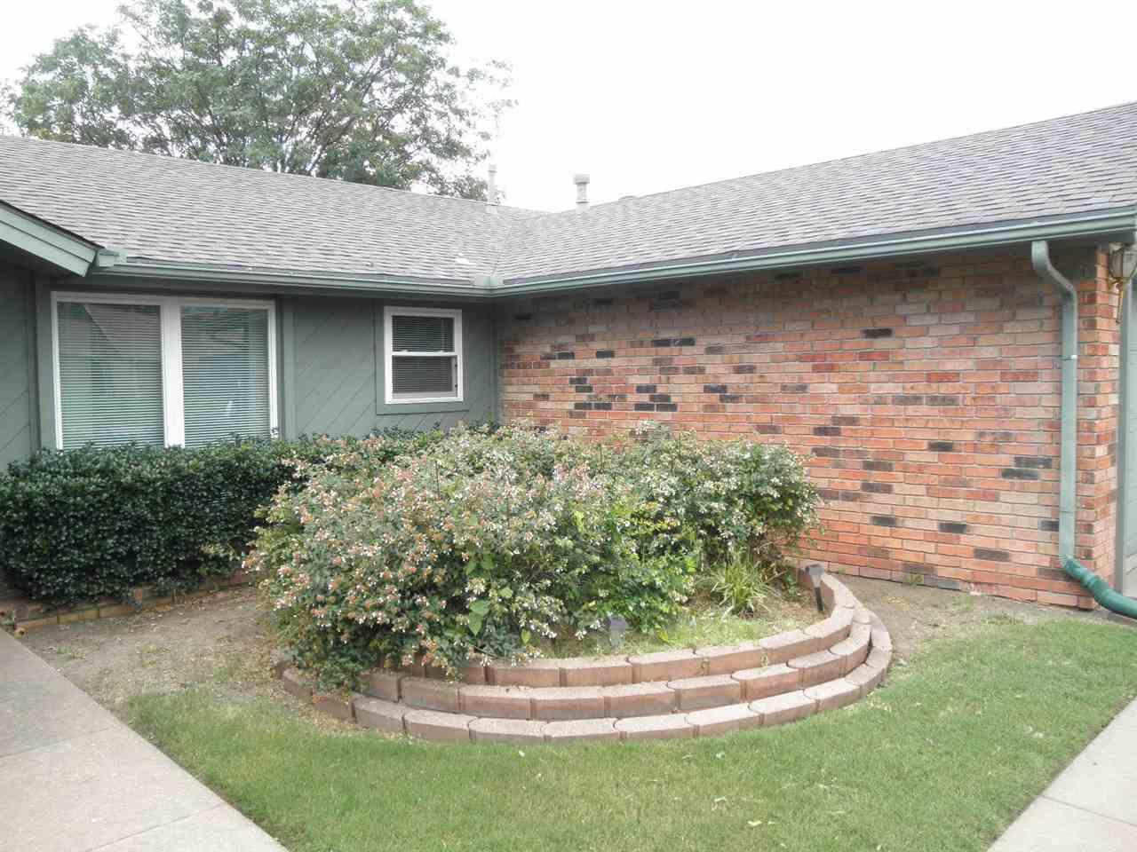 #century21groupone,#homesforsaleponcacity, #poncacityrealestate | 620 Shannon  Ponca City, OK 74601 4