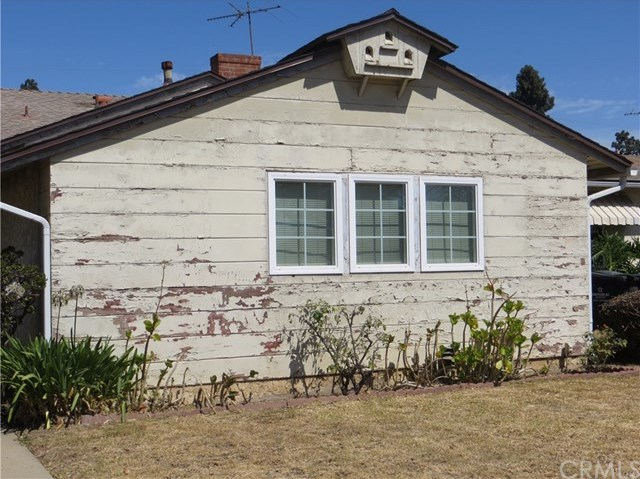 Active Under Contract | 9418 S 10th Avenue Inglewood, CA 90305 2