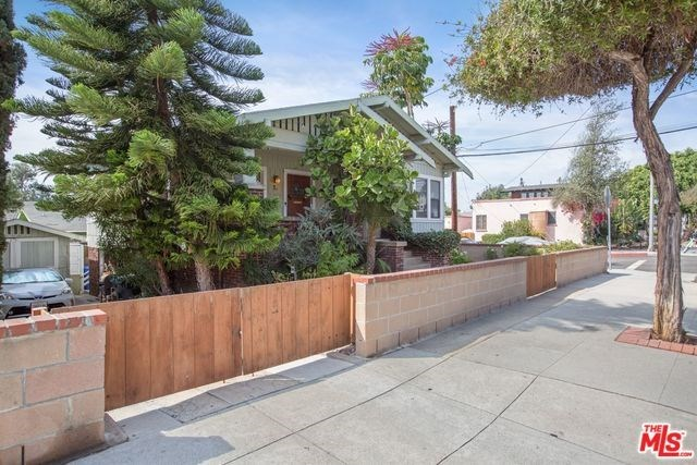 Active | 2602 3RD Street Santa Monica, CA 90405 5