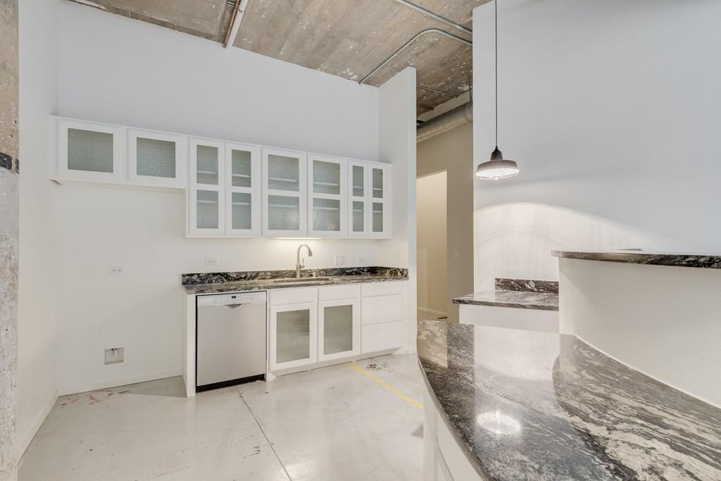 Active | 120 St. Louis Avenue #309 Fort Worth, Texas 76104 5
