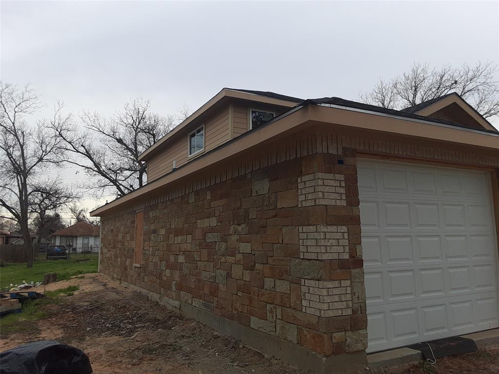 Active   1422 Claude  Street Dallas, TX 75203 2