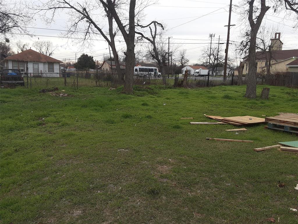 Active   1422 Claude  Street Dallas, TX 75203 5