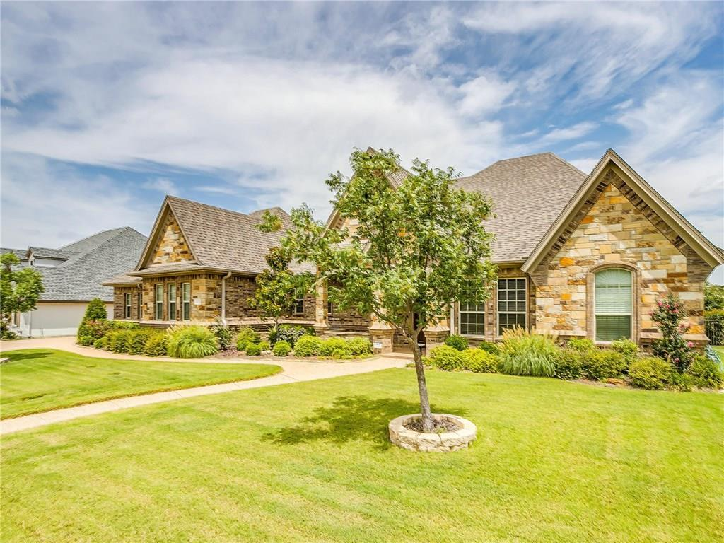 Active | 1405 Valley Crest Drive Burleson, TX 76028 2