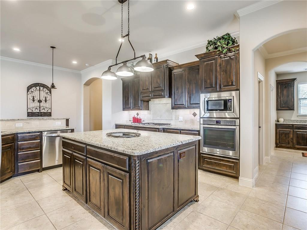 Active | 1405 Valley Crest Drive Burleson, TX 76028 11