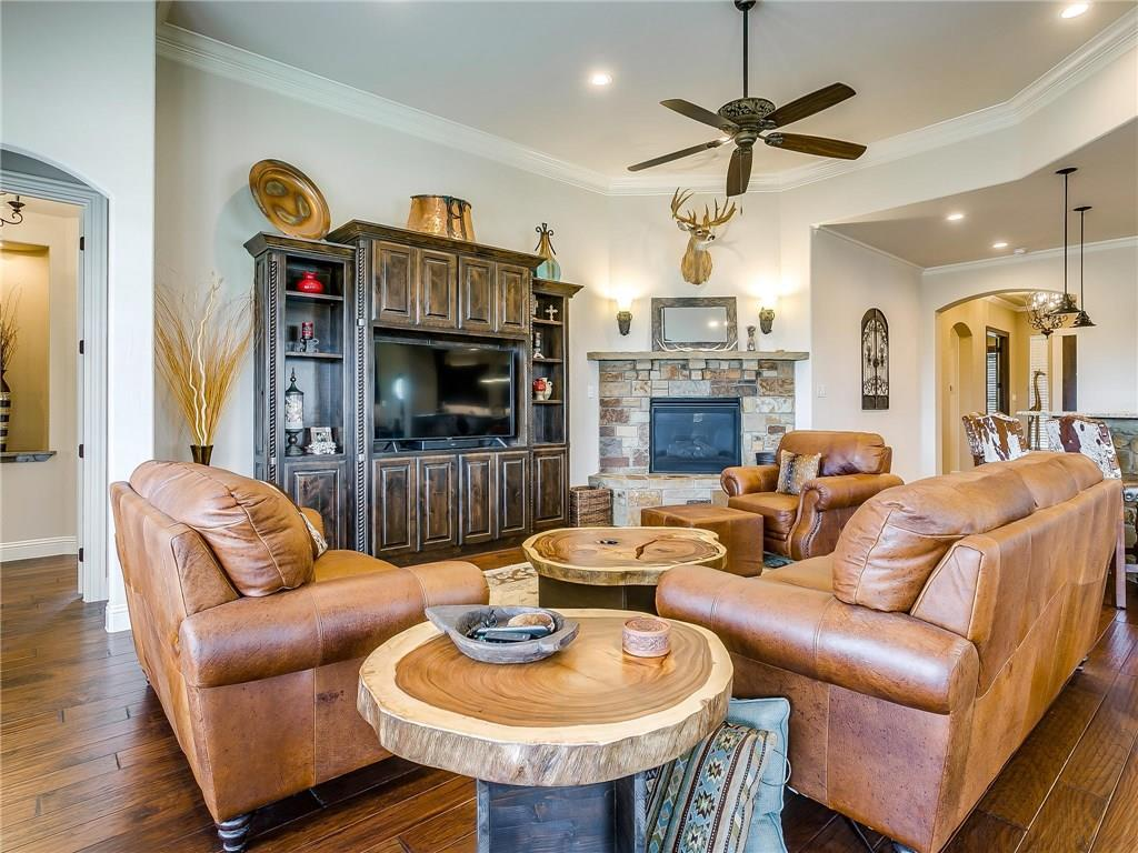 Active | 1405 Valley Crest Drive Burleson, TX 76028 18