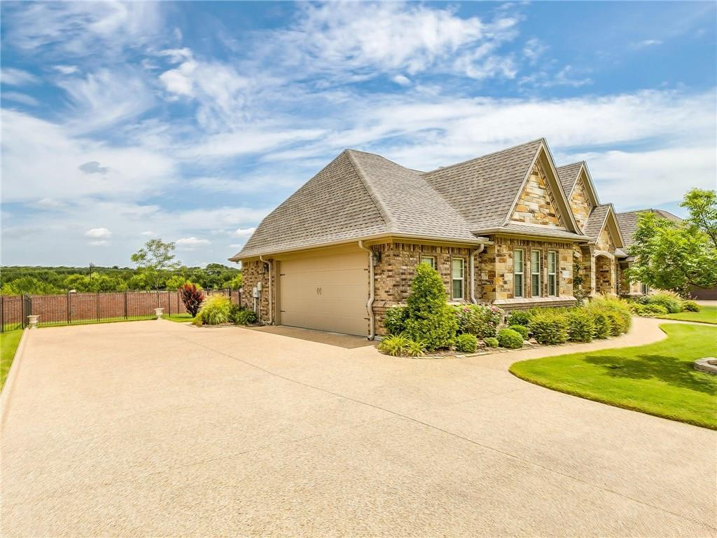 Active | 1405 Valley Crest Drive Burleson, TX 76028 4