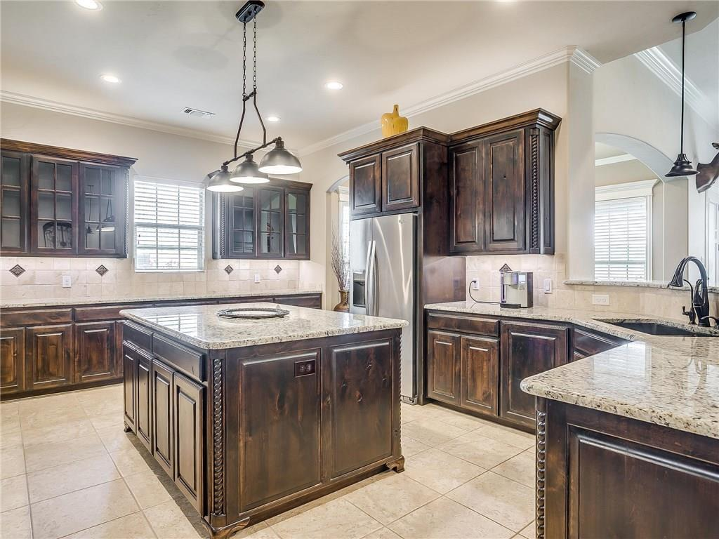 Active | 1405 Valley Crest Drive Burleson, TX 76028 9