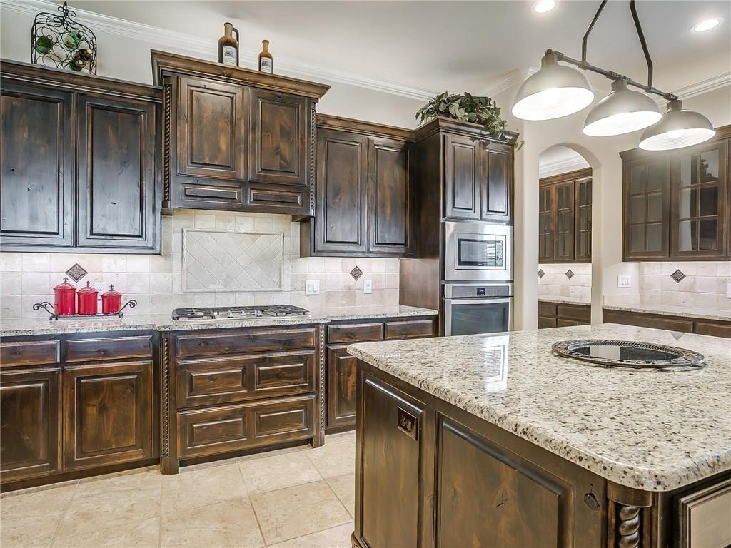Active | 1405 Valley Crest Drive Burleson, TX 76028 10