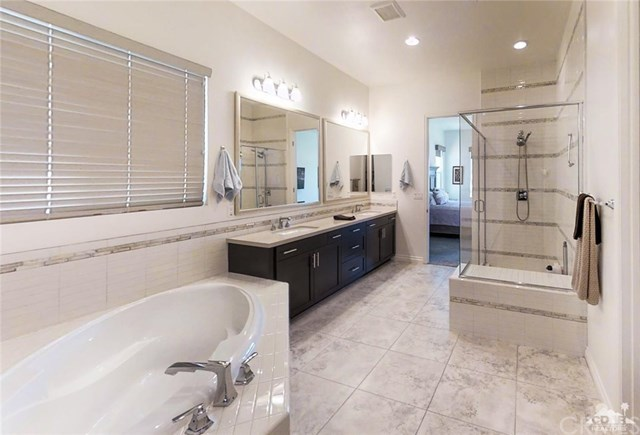 Active | 4417 Via Del Pellegrino  Palm Desert, CA 92260 10