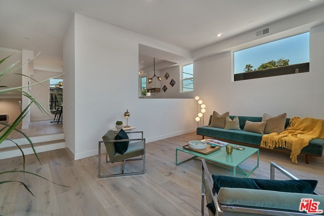 Closed   2925 S Cloverdale Avenue Los Angeles, CA 90016 6