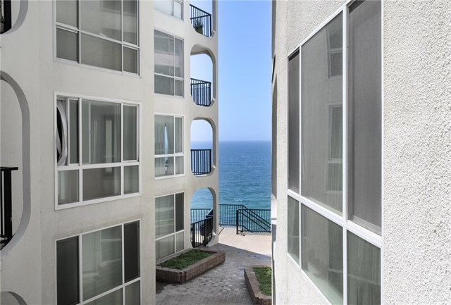 Closed | 565 Esplanade #204 Redondo Beach, CA 90277 2