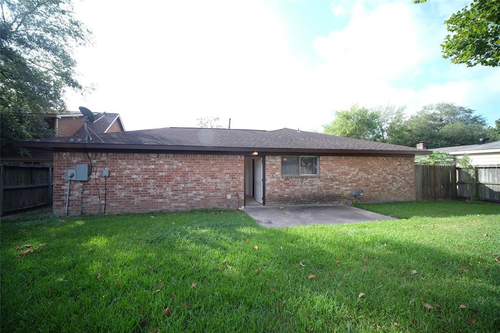 Active | 10506 Huntington Way Drive Houston, Texas 77099 1