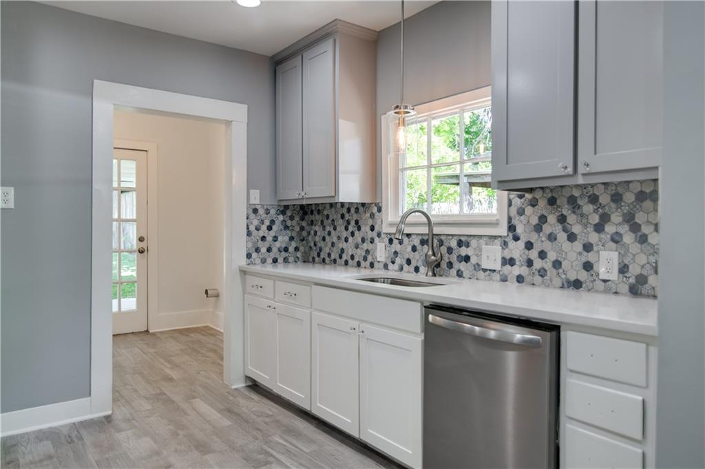 Pending | 1720 Belle Place Fort Worth, TX 76107 12