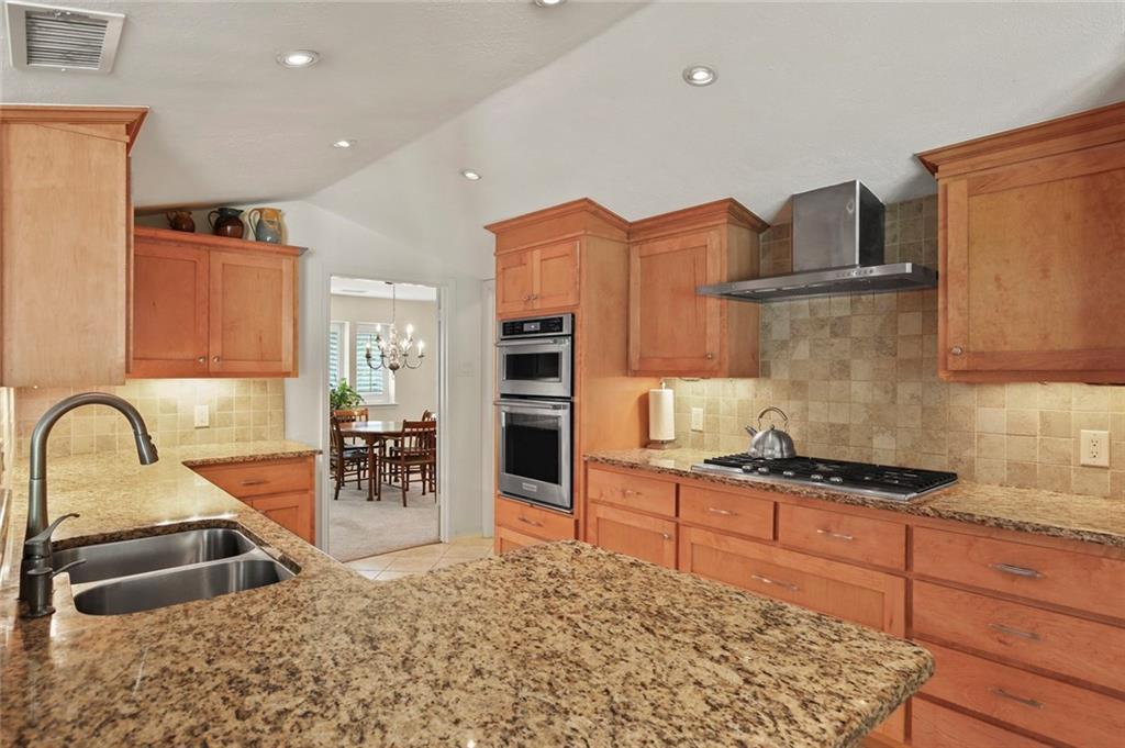 Dallas Real Estate | 7629 Tanglecrest Drive Dallas, Texas 75254 2