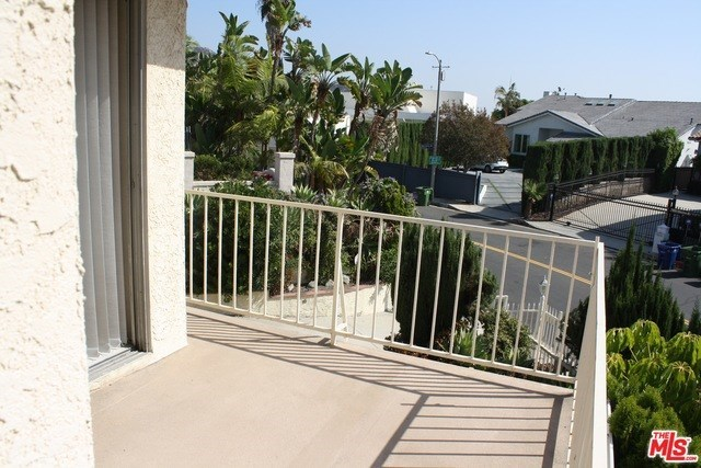 Closed | 7811 ELECTRA  Drive Los Angeles, CA 90046 46