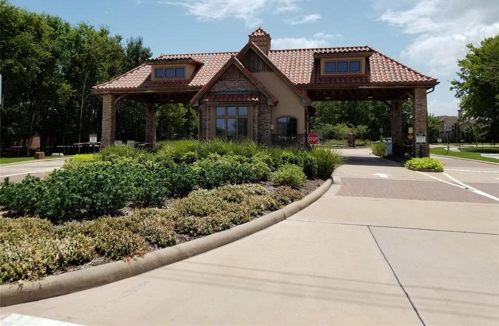 Active   22 Castle Terrace Lane Richmond, TX 77469 3