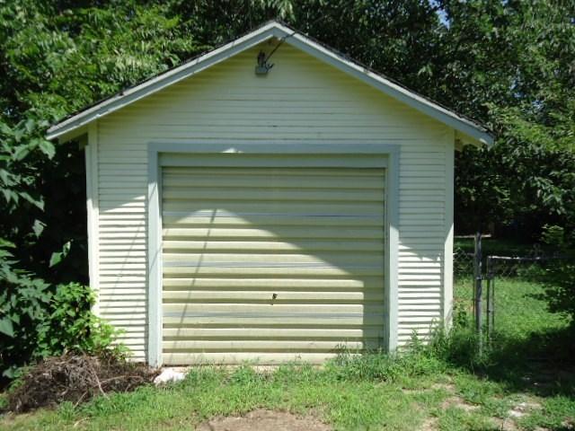 #homesforsaleponcacity #century21groupone #poncacityrealestate | 923 S 8th St.  Ponca City, OK 74601 27