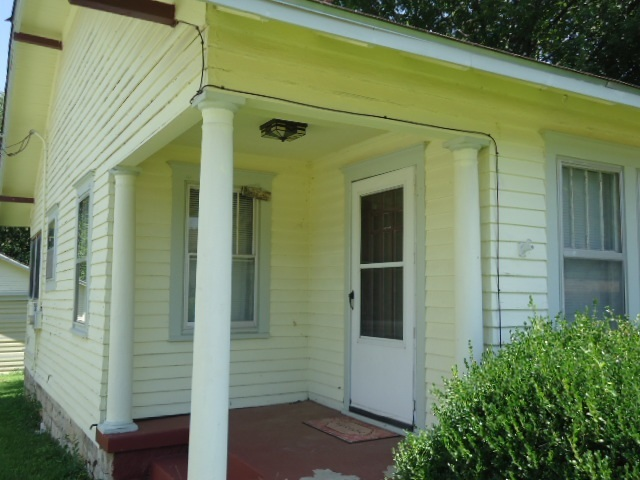 #homesforsaleponcacity #century21groupone #poncacityrealestate | 923 S 8th St.  Ponca City, OK 74601 4