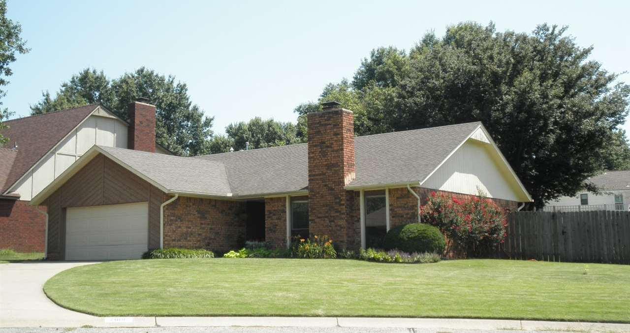 #century21groupone, #homesforsaleponcacity, #poncacityrealestate | 2600 Summerfield Ponca City, OK 74604 1