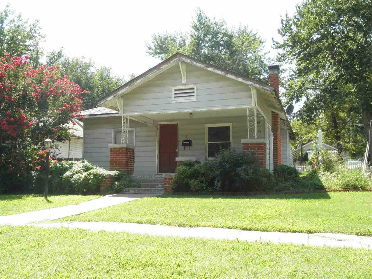 #homesforsaleponcacity #century21groupone #poncacityrealestate | 314 N 8th  Ponca City, OK 74601 0