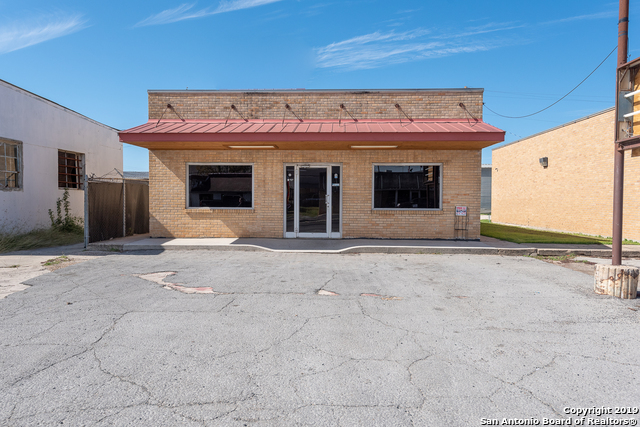 Commercial Property  | 114 S TEEL DR  Devine, TX 78016 2