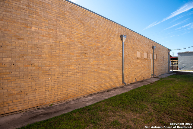 Commercial Property  | 114 S TEEL DR Devine, TX 78016 5