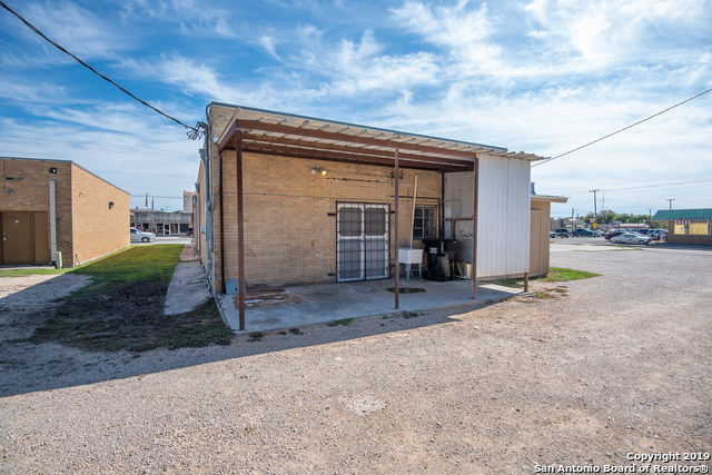 Commercial Property  | 114 S TEEL DR Devine, TX 78016 6