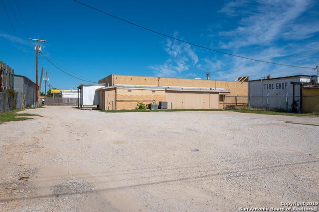 Commercial Property  | 114 S TEEL DR  Devine, TX 78016 7