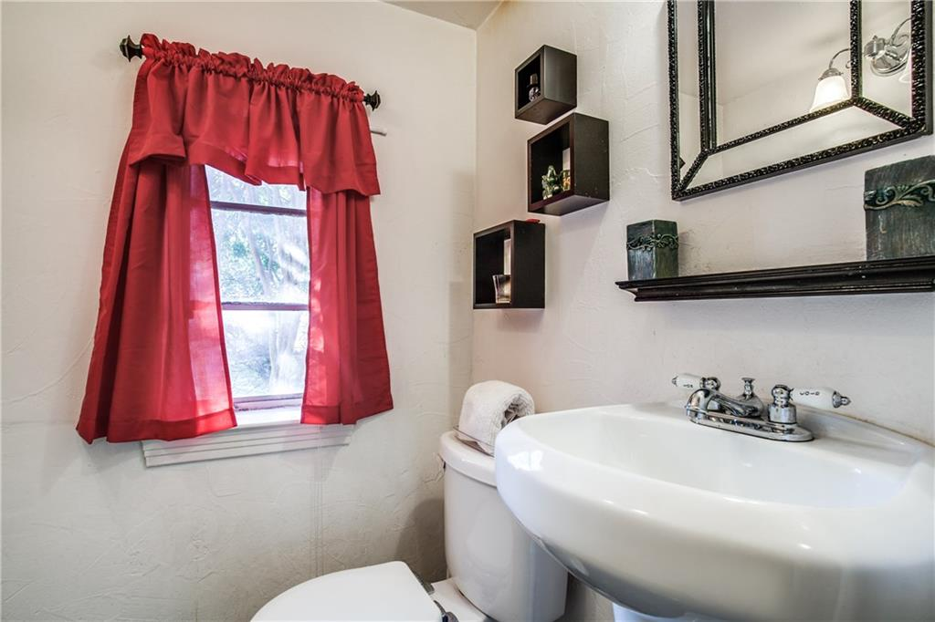Sold Property   4825 N Central Expy Dallas, Texas 75205 10